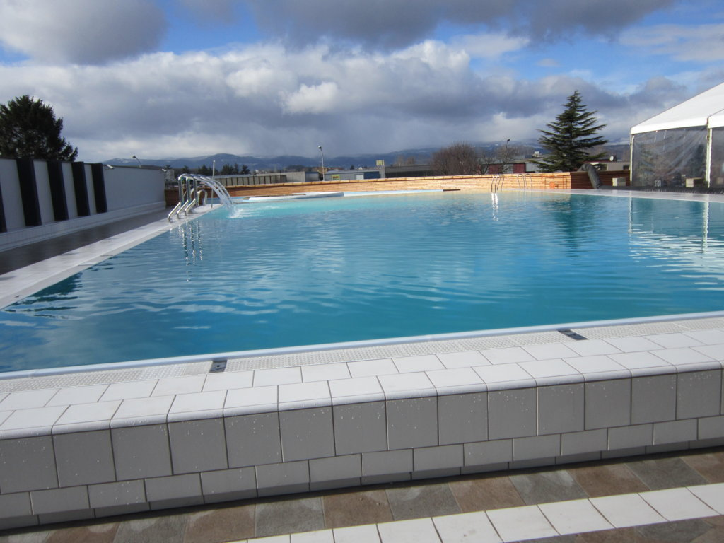 Piscine communautairemairie de lempdes for Piscine piscine